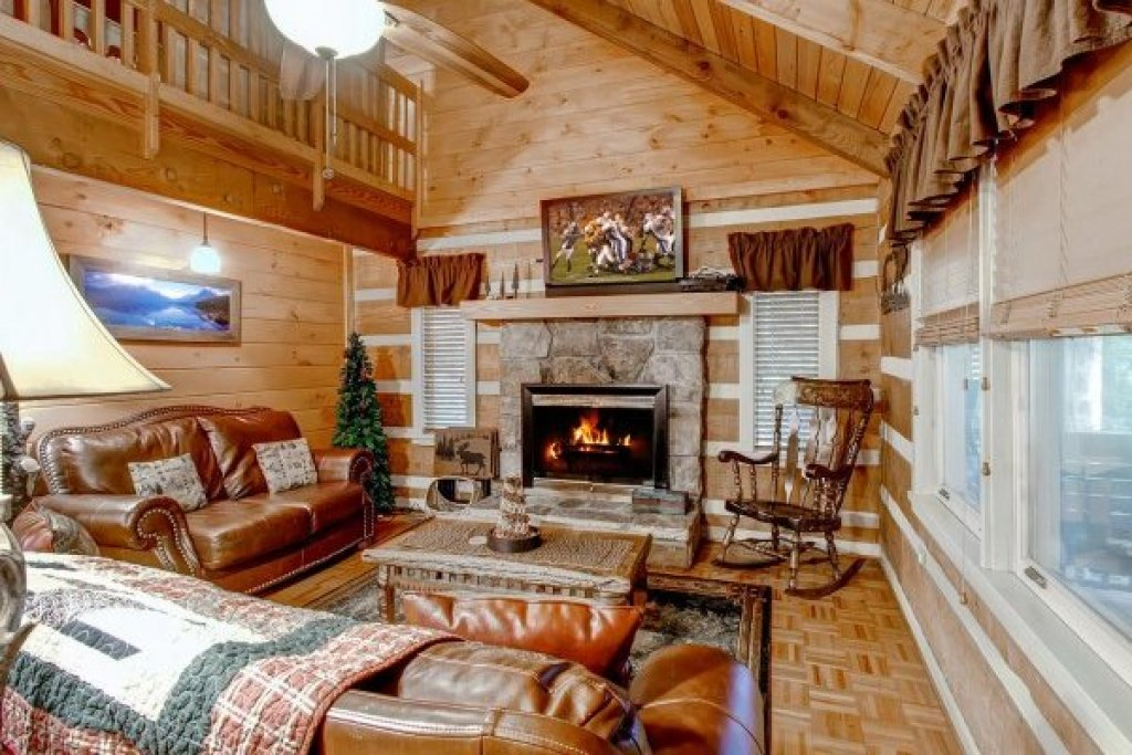 Photo of a Sevierville Cabin named Creekside Comfort - This is the third photo in the set.
