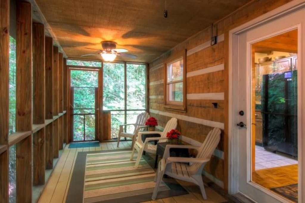 Photo of a Sevierville Cabin named Creekside Comfort - This is the twenty-seventh photo in the set.