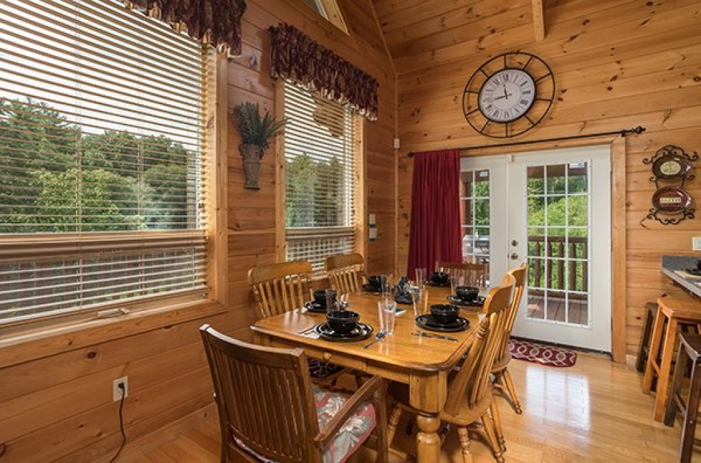 Photo of a Sevierville Cabin named Longwalker Lodge - This is the fifth photo in the set.