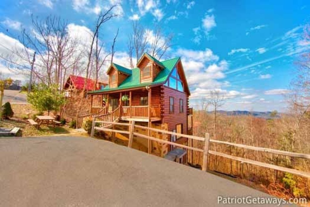 Photo of a Gatlinburg Cabin named Tree Top Lodge - This is the twenty-fourth photo in the set.