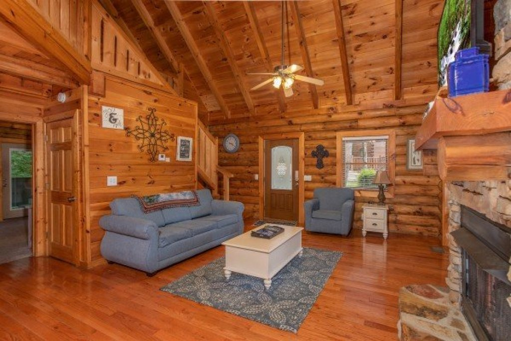Photo of a Pigeon Forge Cabin named Alpine Something Blue - This is the fourth photo in the set.