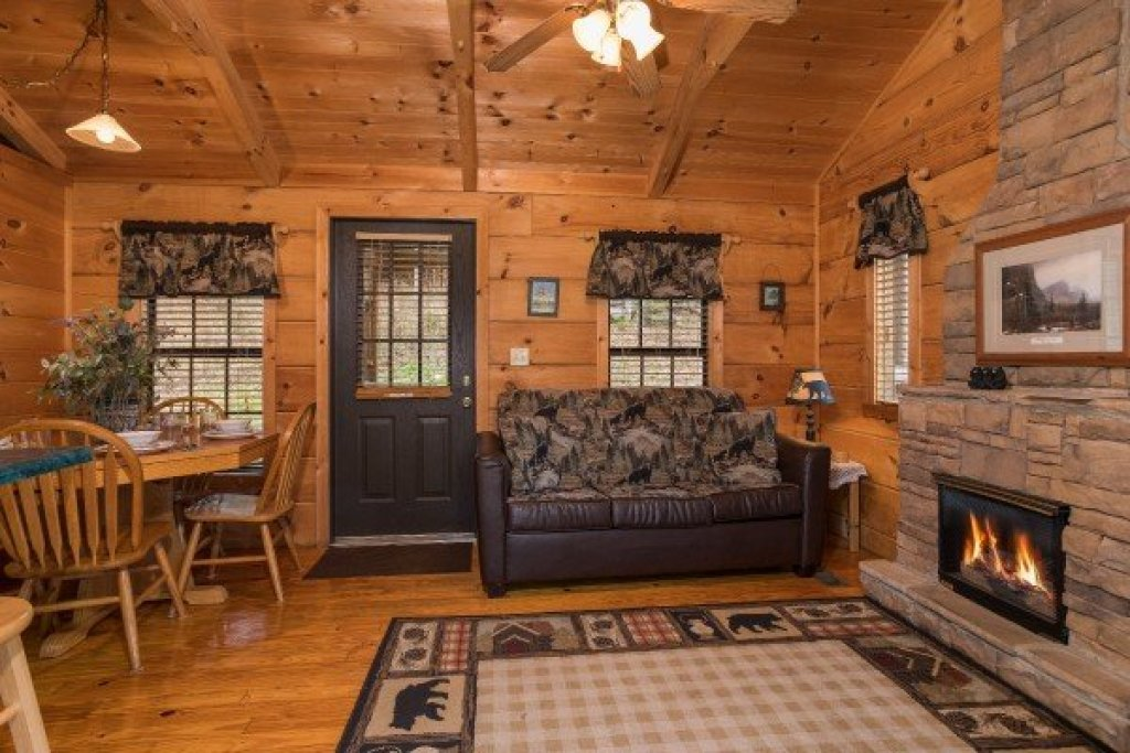 Photo of a Gatlinburg Cabin named Boogie Bear - This is the third photo in the set.