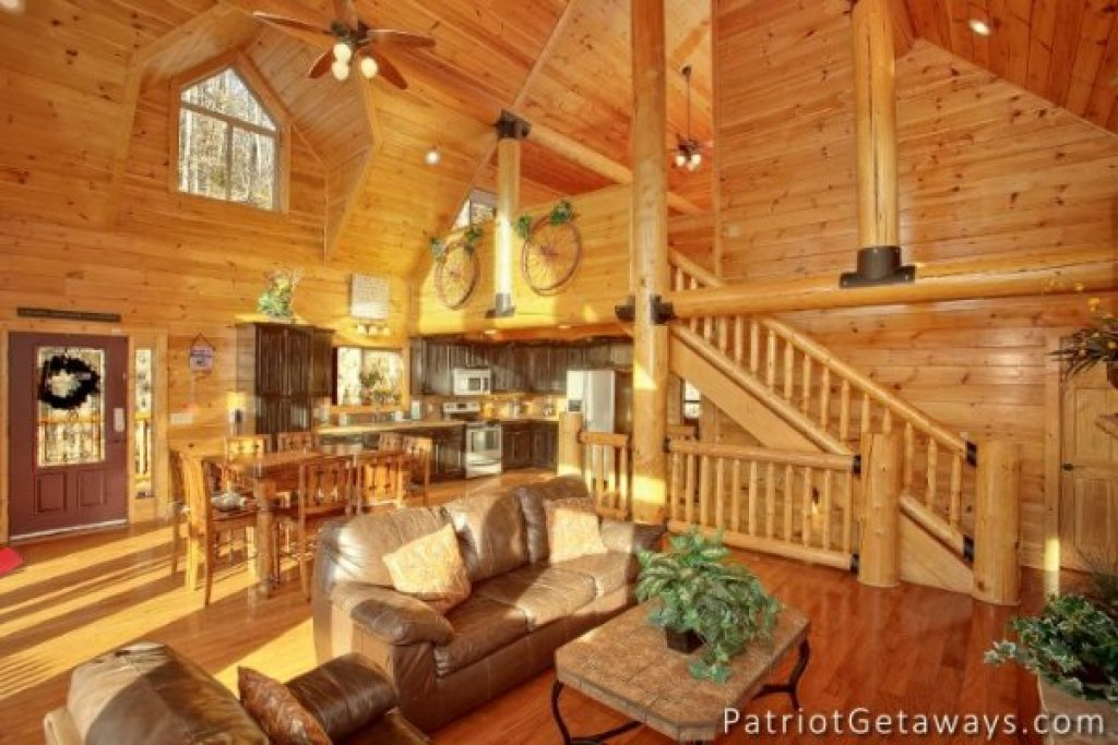 Photo of a Pigeon Forge Cabin named Taj Mahal - This is the third photo in the set.