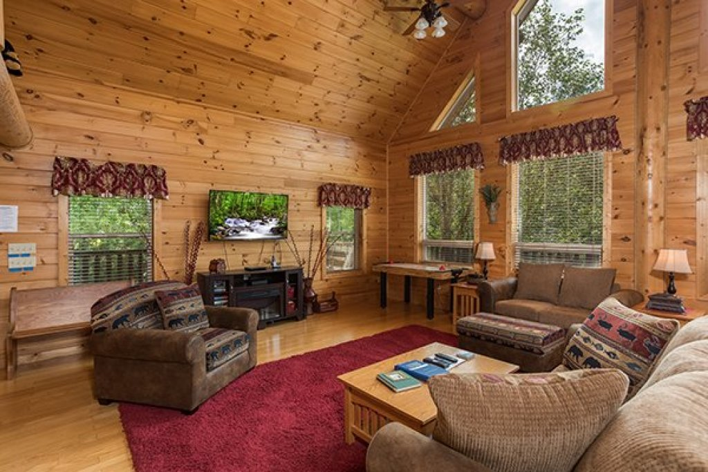 Photo of a Sevierville Cabin named Longwalker Lodge - This is the third photo in the set.