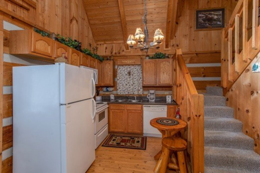 Photo of a Sevierville Cabin named Bearfoot Crossing - This is the sixth photo in the set.
