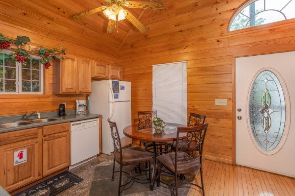 Photo of a Gatlinburg Cabin named Eastern Retreat - This is the sixth photo in the set.