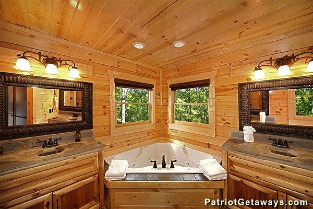 Photo of a Gatlinburg Cabin named Incredible! - This is the twenty-eighth photo in the set.