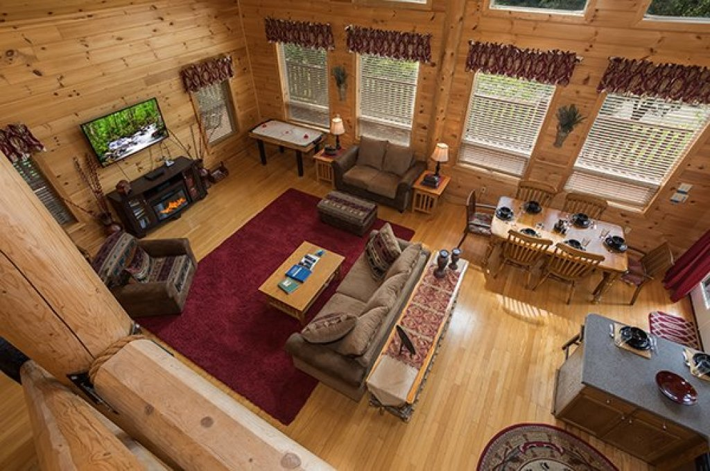 Photo of a Sevierville Cabin named Longwalker Lodge - This is the thirteenth photo in the set.