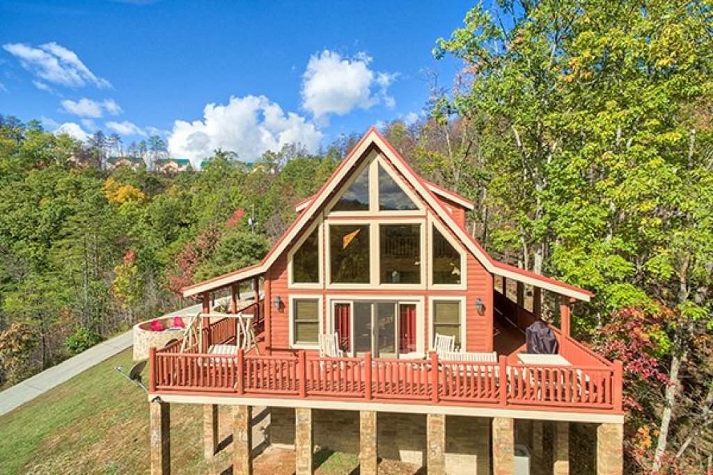 Photo of a Sevierville Cabin named Mountain Wonderland - This is the second photo in the set.