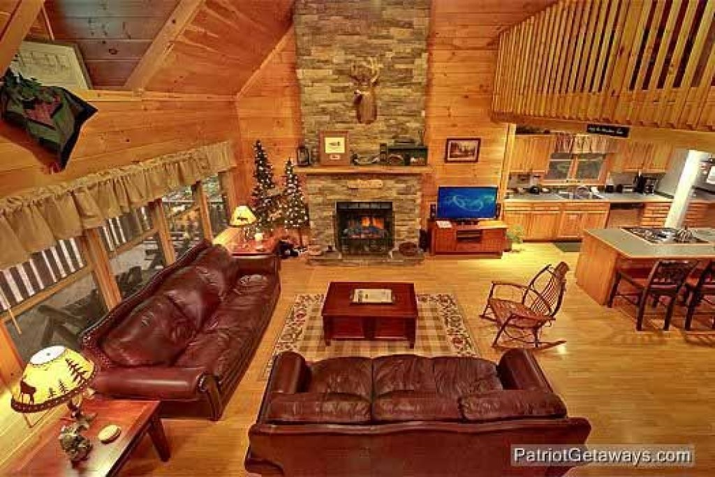Photo of a Sevierville Cabin named Bear Creek - This is the second photo in the set.