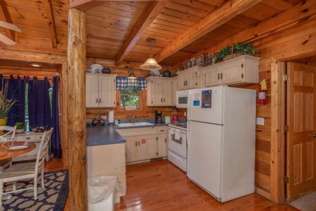 Photo of a Pigeon Forge Cabin named Alpine Something Blue - This is the sixth photo in the set.