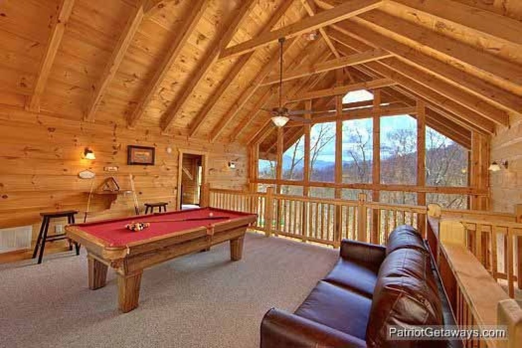 Photo of a Gatlinburg Cabin named Alpine Pointe - This is the fifth photo in the set.