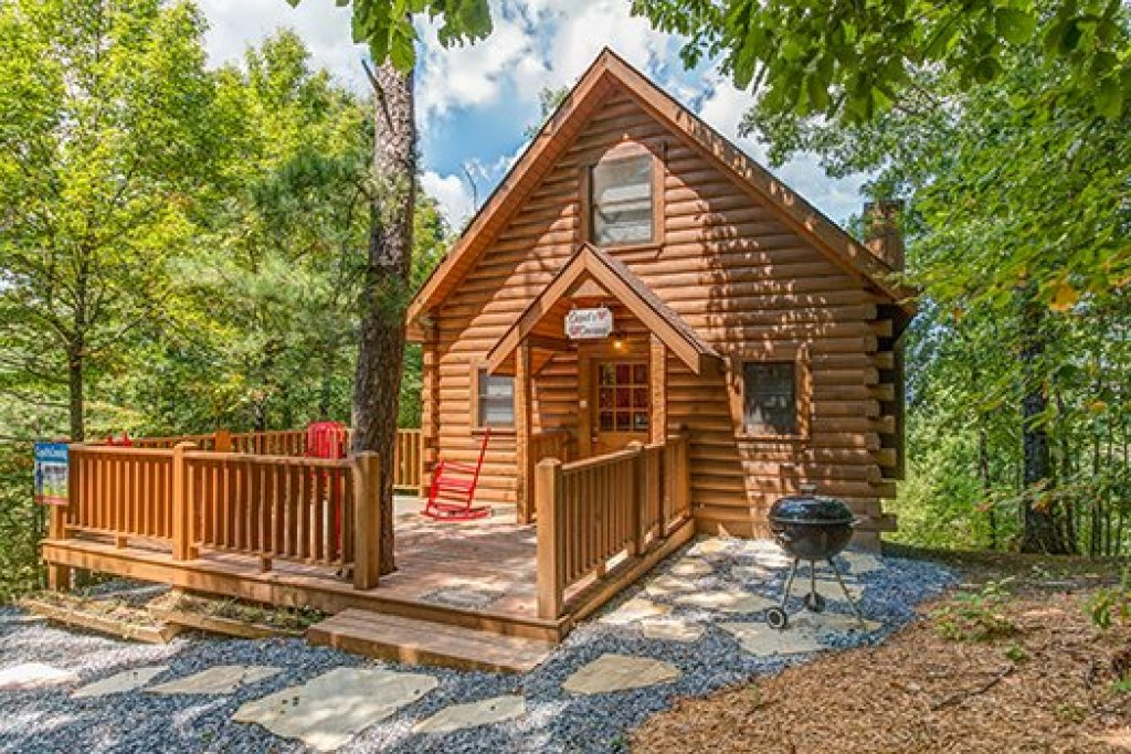 Photo of a Sevierville Cabin named Cupids Crossing - This is the first photo in the set.