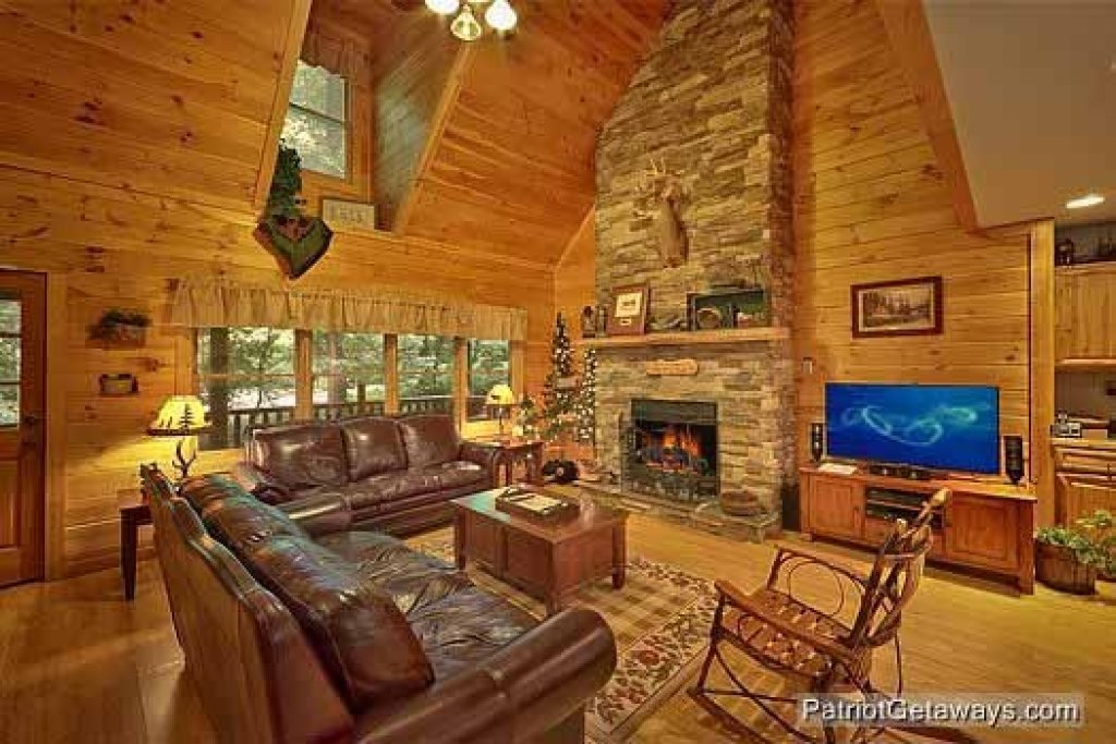 Photo of a Sevierville Cabin named Bear Creek - This is the third photo in the set.