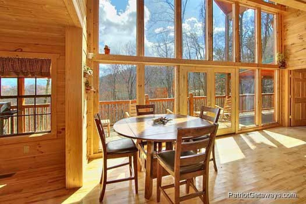 Photo of a Gatlinburg Cabin named Alpine Pointe - This is the fourth photo in the set.