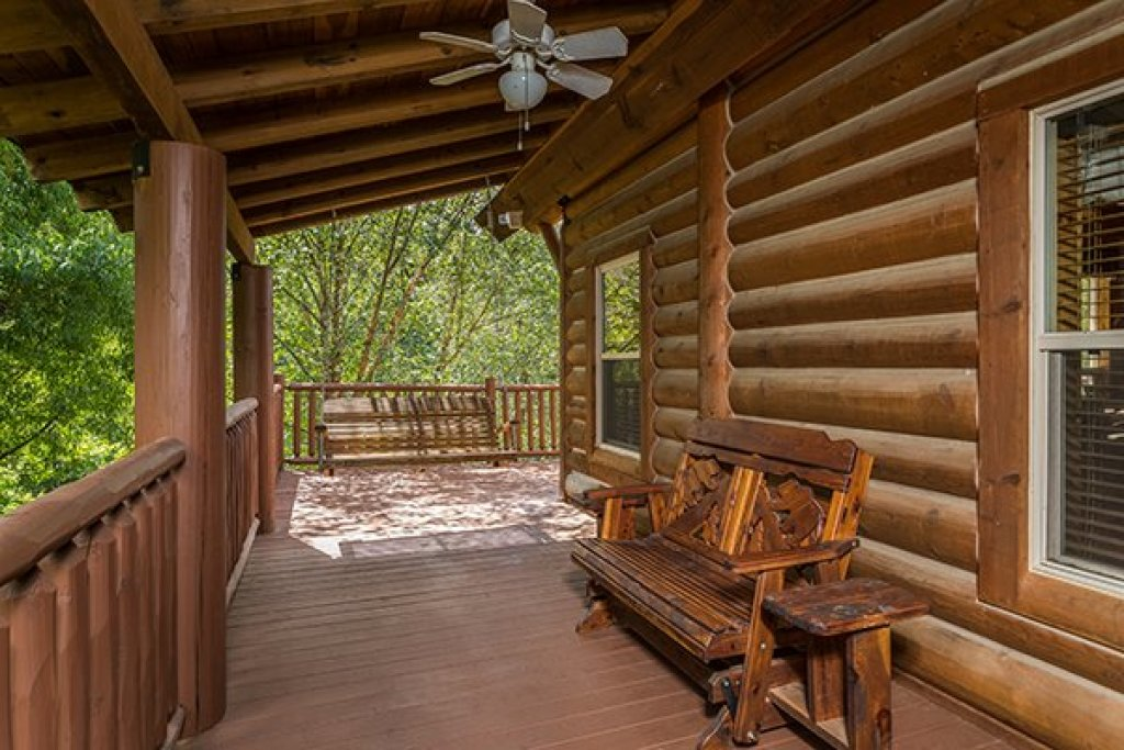 Photo of a Sevierville Cabin named Longwalker Lodge - This is the eighteenth photo in the set.
