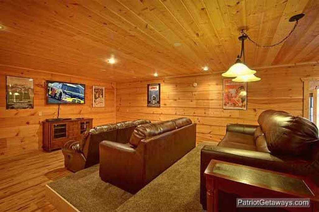 Photo of a Gatlinburg Cabin named Alpine Pointe - This is the third photo in the set.