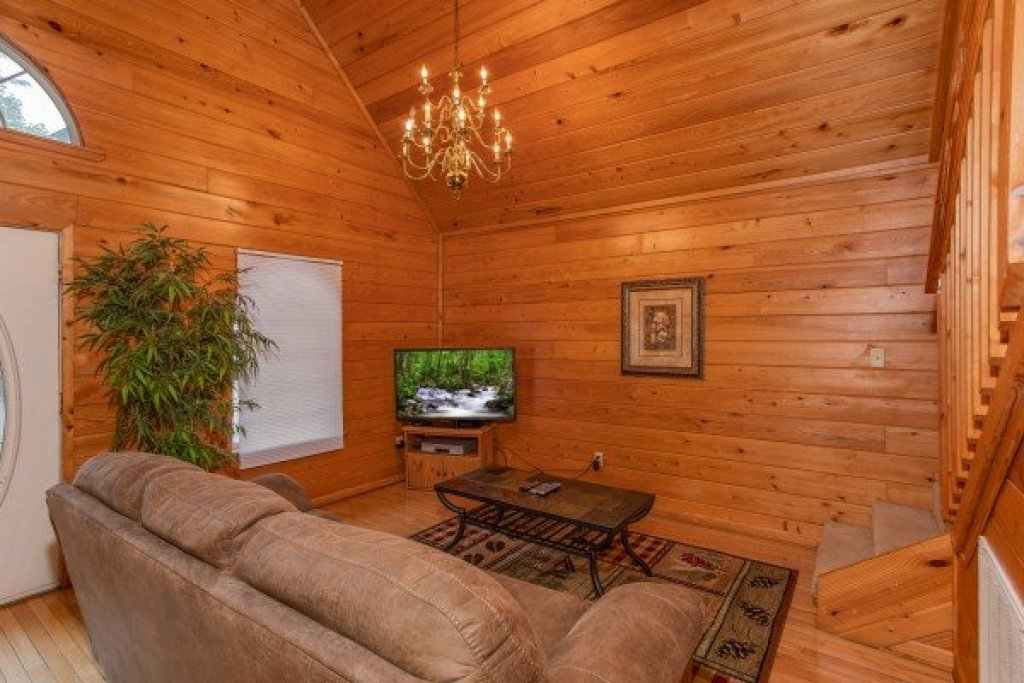 Photo of a Gatlinburg Cabin named Eastern Retreat - This is the third photo in the set.