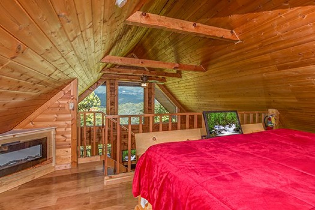 Photo of a Sevierville Cabin named Cupids Crossing - This is the thirteenth photo in the set.