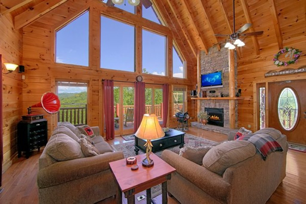 Photo of a Sevierville Cabin named Mountain Wonderland - This is the fifth photo in the set.