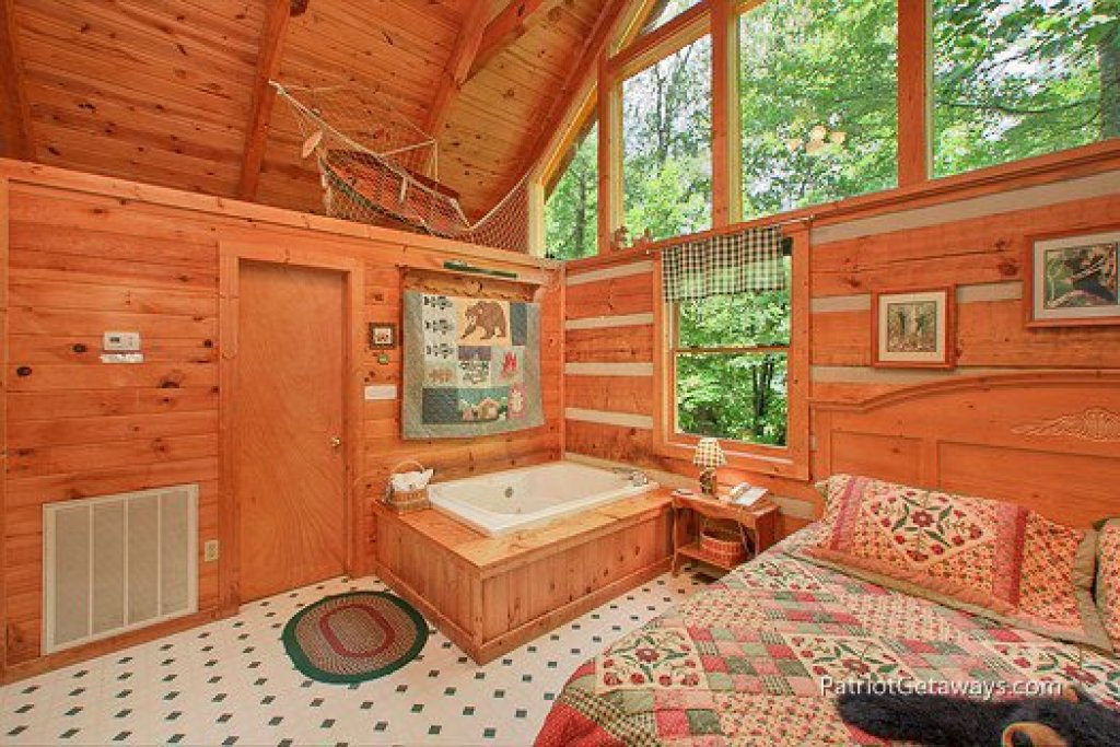 Photo of a Sevierville Cabin named Call Of The Wild - This is the fifth photo in the set.