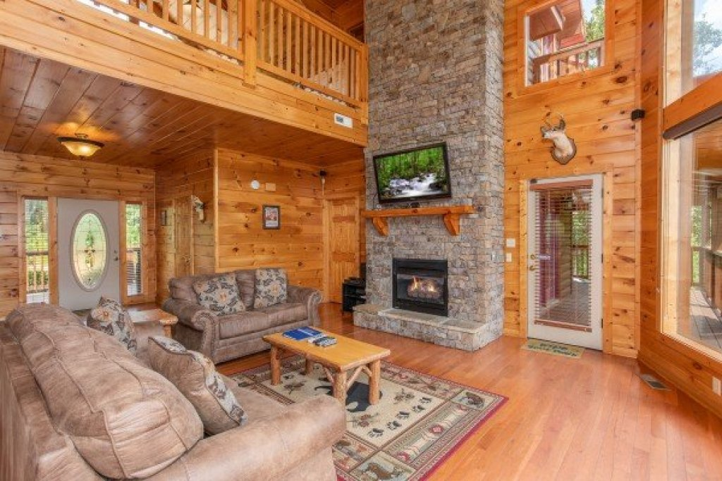 Photo of a Pigeon Forge Cabin named Four Seasons Lodge - This is the eighth photo in the set.