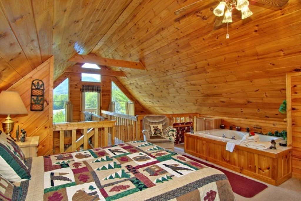 Photo of a Sevierville Cabin named Cabin On The Hill - This is the seventeenth photo in the set.