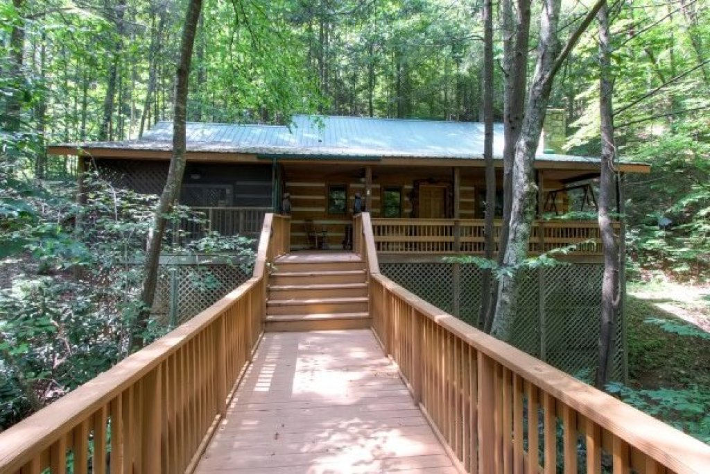 Photo of a Sevierville Cabin named Creekside Comfort - This is the second photo in the set.