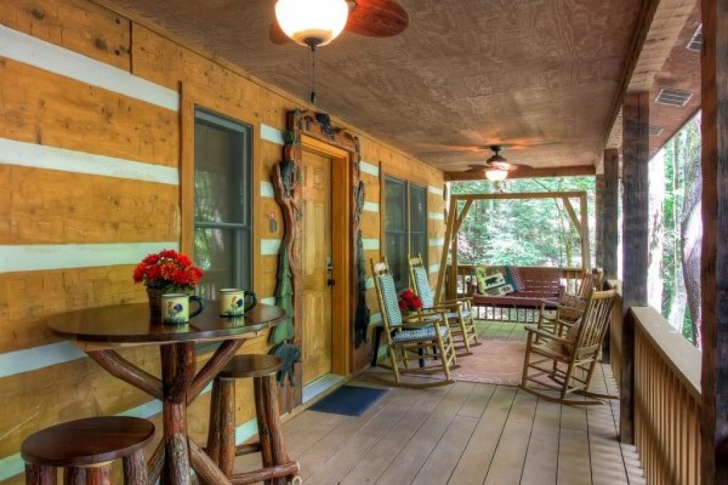 Photo of a Sevierville Cabin named Creekside Comfort - This is the twenty-fifth photo in the set.