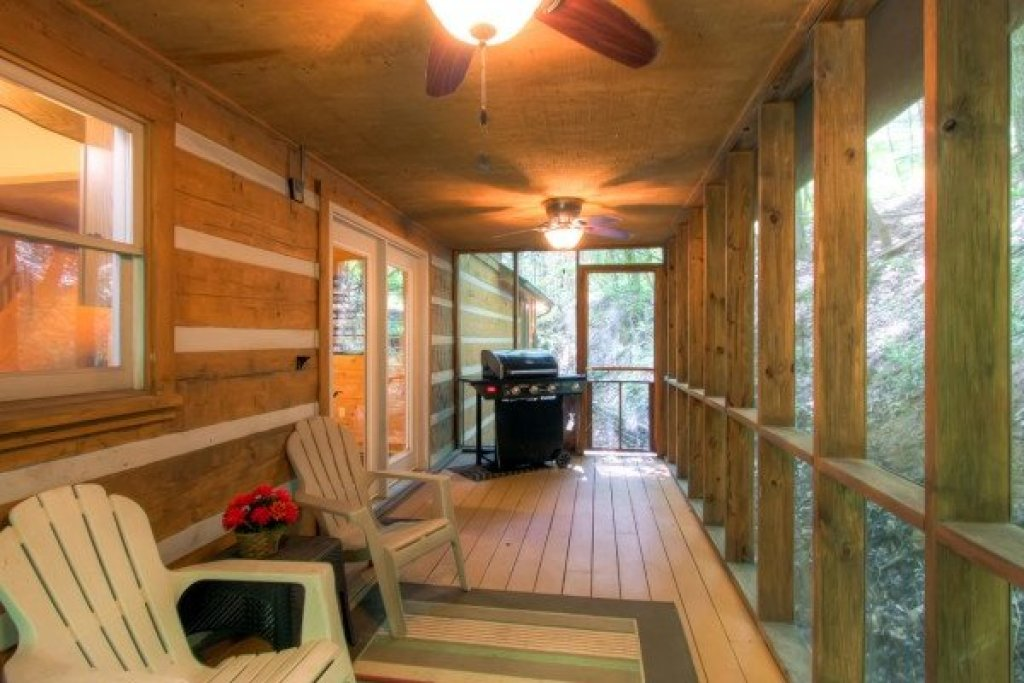 Photo of a Sevierville Cabin named Creekside Comfort - This is the twenty-sixth photo in the set.