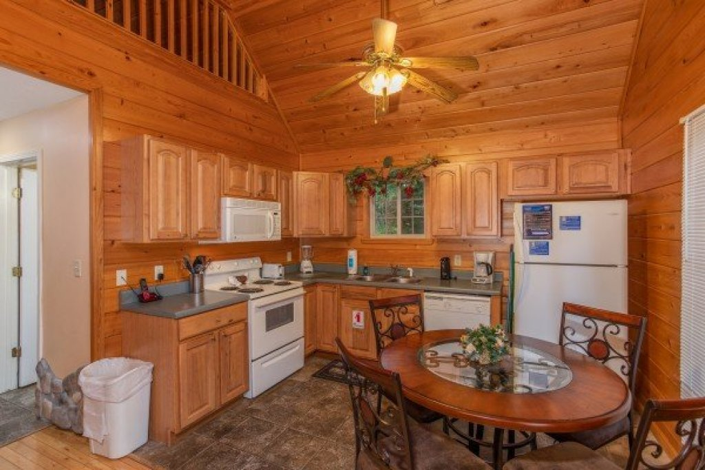 Photo of a Gatlinburg Cabin named Eastern Retreat - This is the fifth photo in the set.