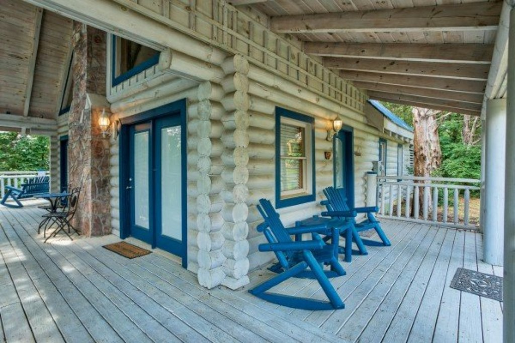 Photo of a Pigeon Forge Cabin named Alpine Something Blue - This is the first photo in the set.