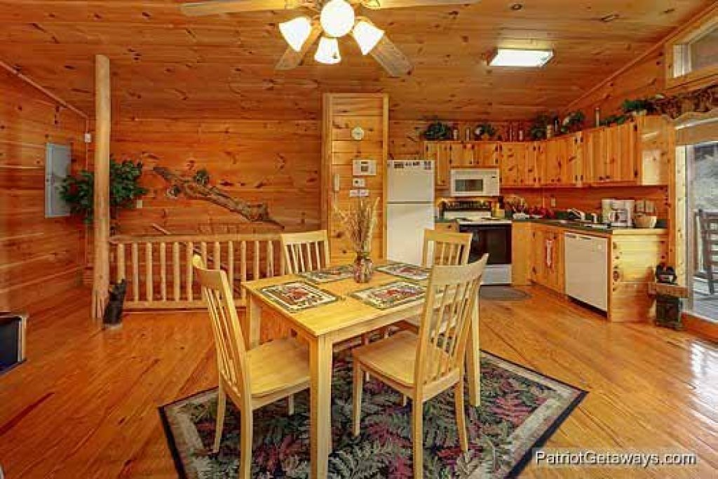 Photo of a Pigeon Forge Cabin named Paradise View - This is the seventh photo in the set.
