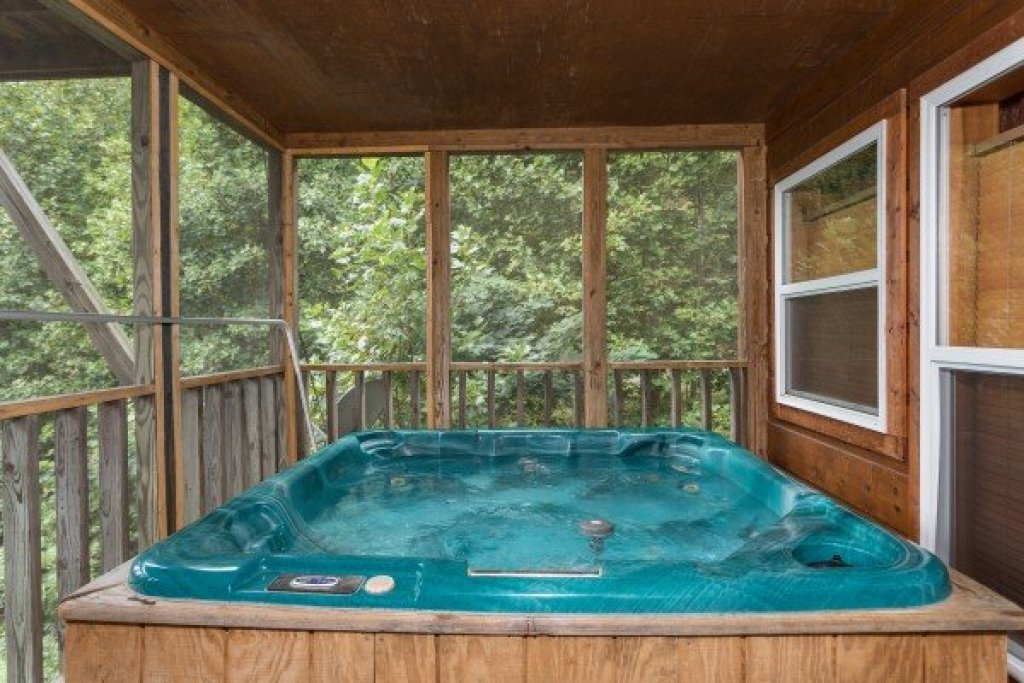Photo of a Pigeon Forge Cabin named Paradise View - This is the sixteenth photo in the set.