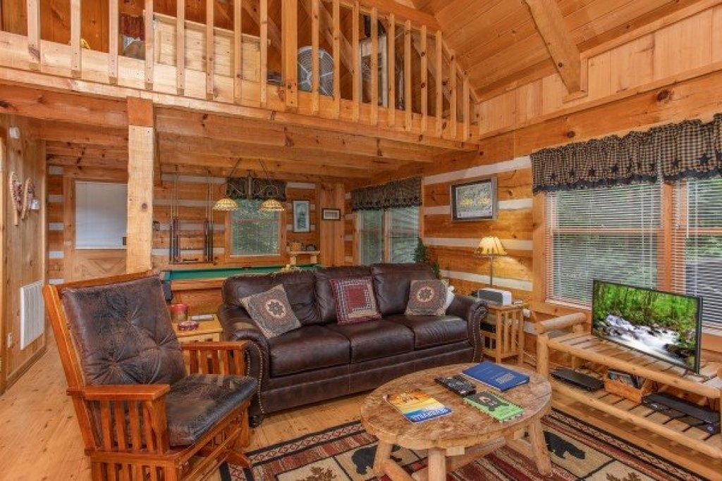 Photo of a Sevierville Cabin named Bearfoot Crossing - This is the fourth photo in the set.