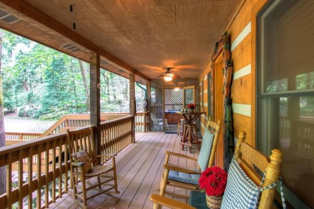 Photo of a Sevierville Cabin named Creekside Comfort - This is the twenty-eighth photo in the set.
