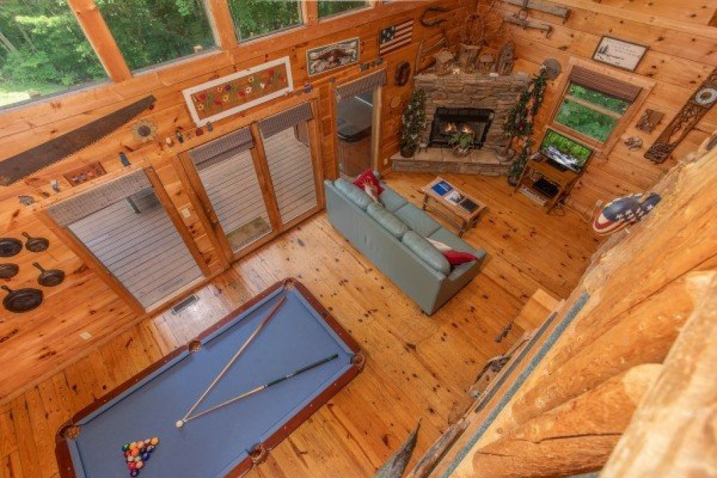 Photo of a Sevierville Cabin named Aw Paw's Place - This is the fourteenth photo in the set.