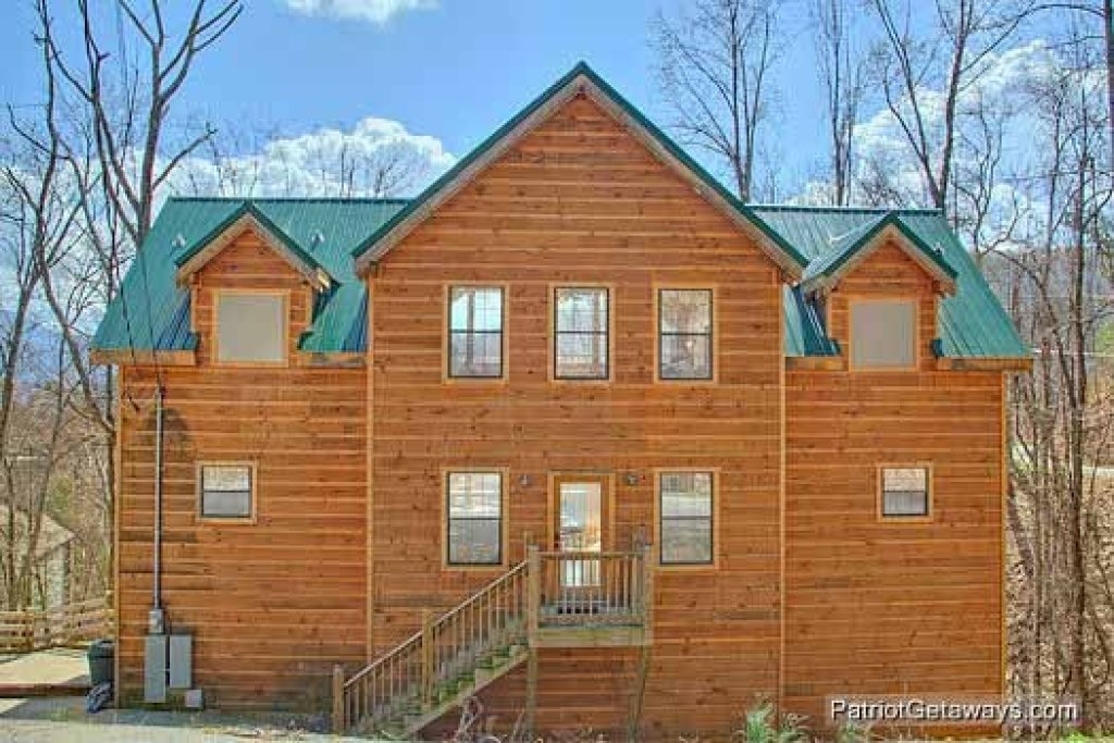 Photo of a Gatlinburg Cabin named Alpine Pointe - This is the first photo in the set.