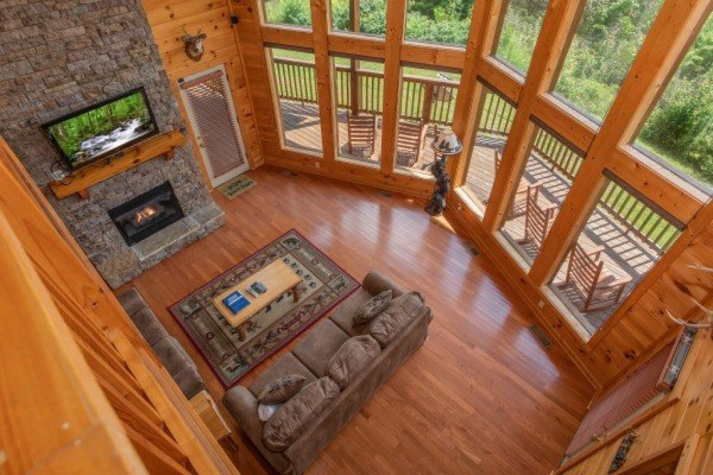 Photo of a Pigeon Forge Cabin named Four Seasons Lodge - This is the twenty-second photo in the set.