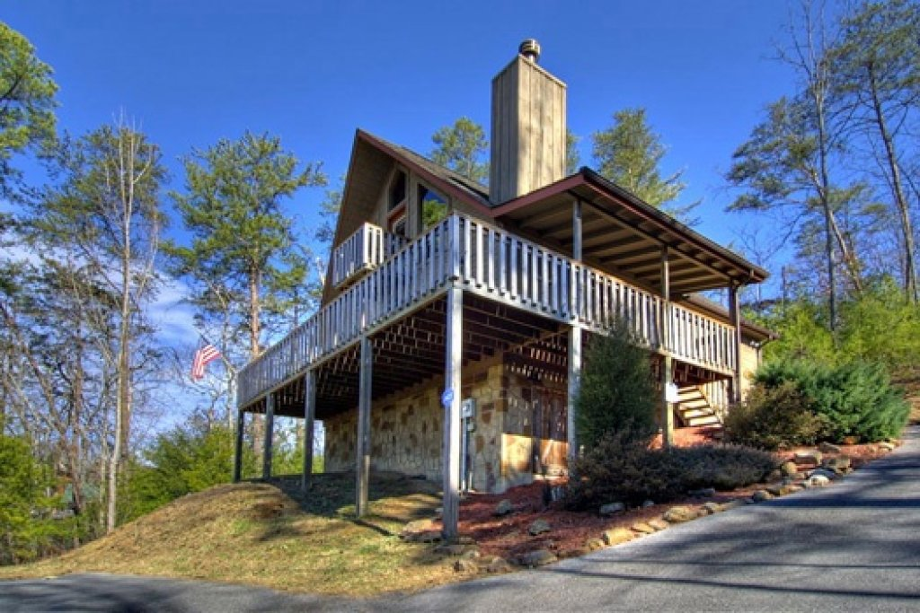Photo of a Sevierville Cabin named Cabin On The Hill - This is the second photo in the set.