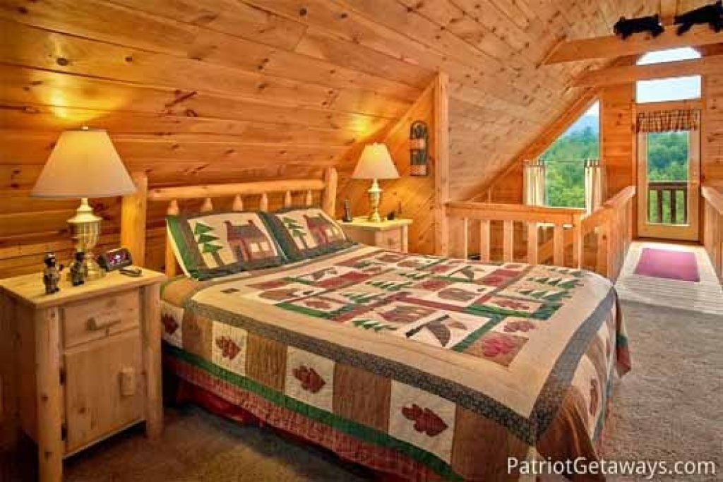 Photo of a Sevierville Cabin named Cabin On The Hill - This is the sixteenth photo in the set.