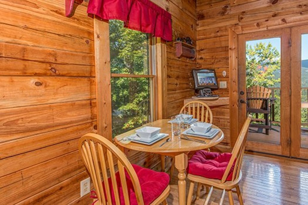 Photo of a Sevierville Cabin named Cupids Crossing - This is the seventh photo in the set.