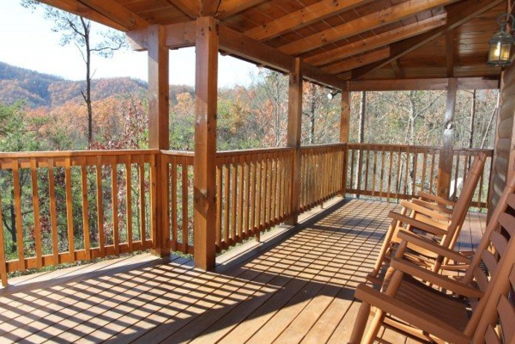 Photo of a Pigeon Forge Cabin named Four Seasons Lodge - This is the thirty-fourth photo in the set.