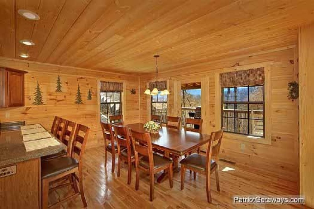 Photo of a Gatlinburg Cabin named Alpine Pointe - This is the fifteenth photo in the set.