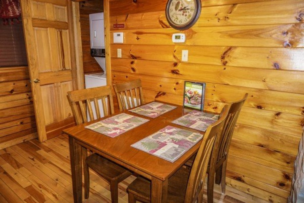 Photo of a Pigeon Forge Cabin named Eagle's Eye - This is the fourteenth photo in the set.