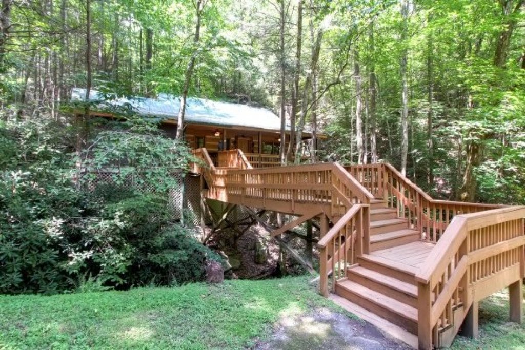 Photo of a Sevierville Cabin named Creekside Comfort - This is the first photo in the set.