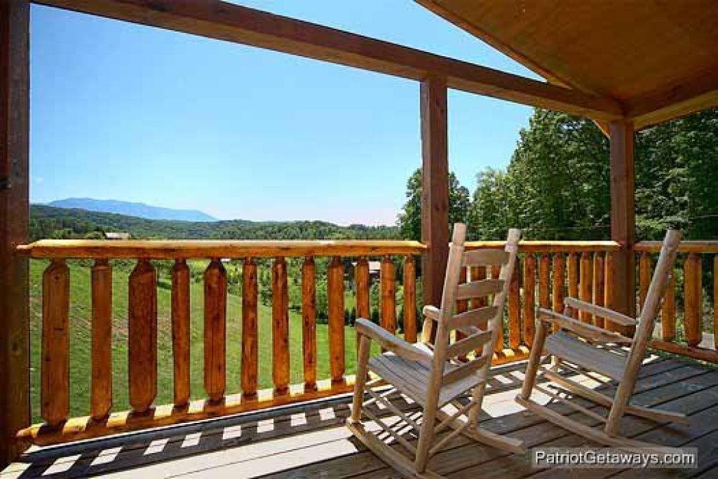 Photo of a Pigeon Forge Cabin named Paradise View - This is the fourteenth photo in the set.