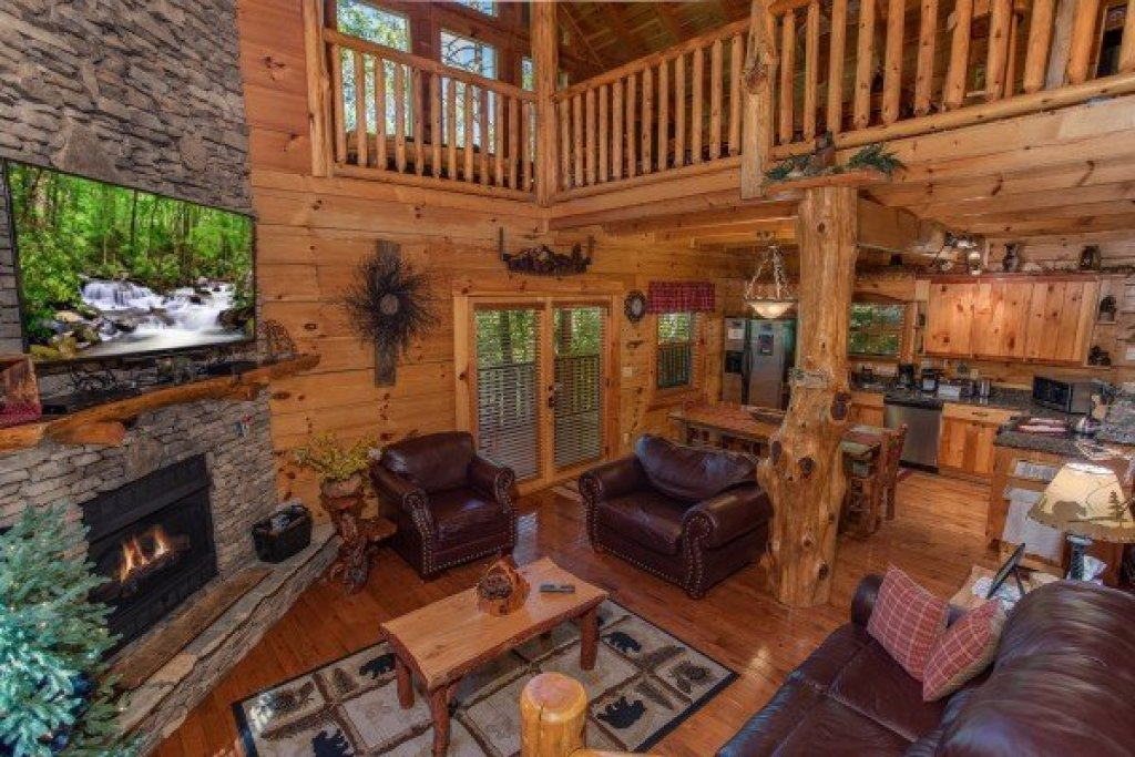 Photo of a Sevierville Cabin named Bearfoot Paradise - This is the fifth photo in the set.