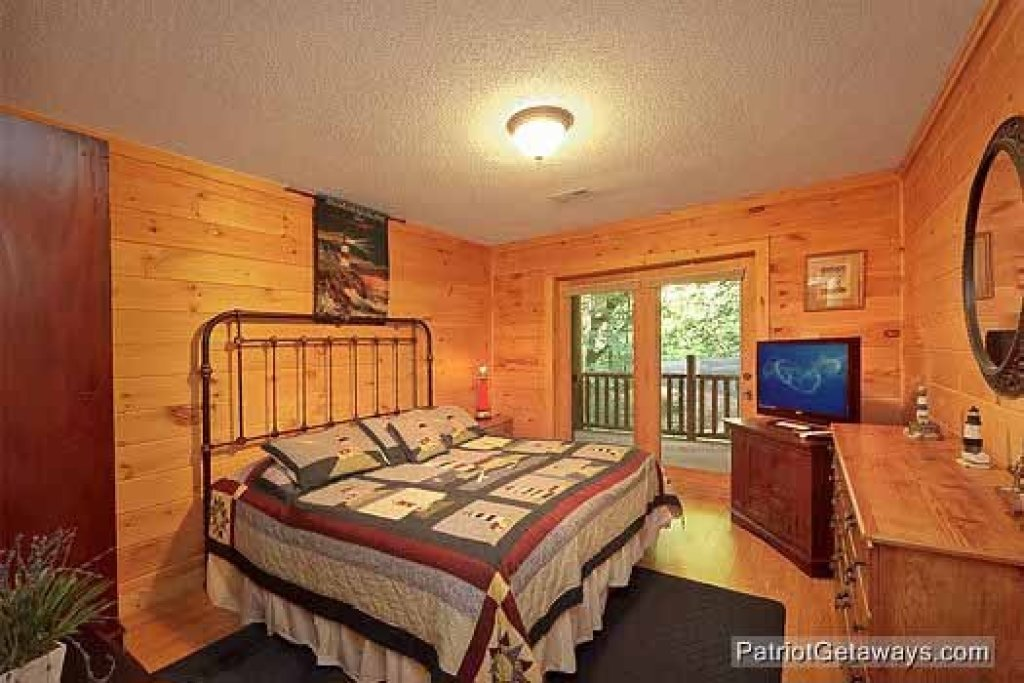 Photo of a Sevierville Cabin named Bear Creek - This is the sixteenth photo in the set.
