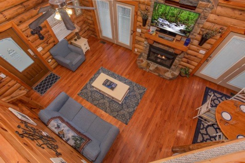 Photo of a Pigeon Forge Cabin named Alpine Something Blue - This is the fourteenth photo in the set.